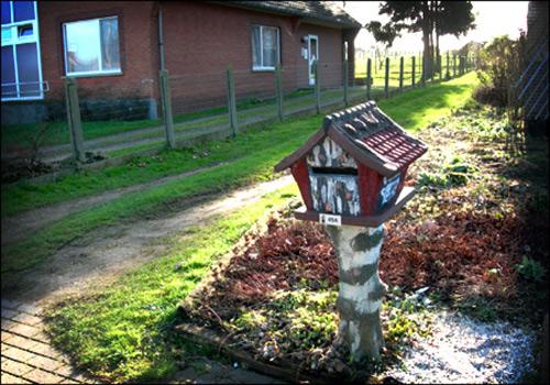 wooden mailbox design